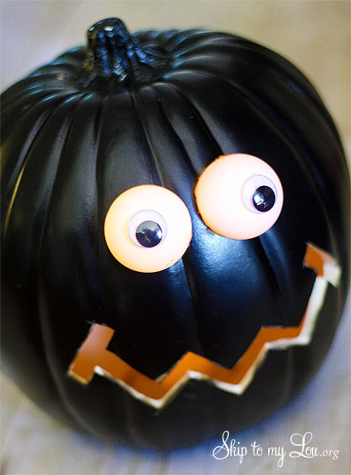 LIGHTED EYES PUMPKIN